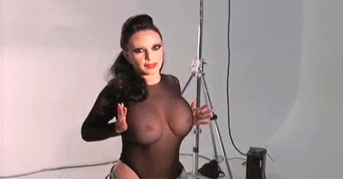 Desnudo Alaska en revista Interviu