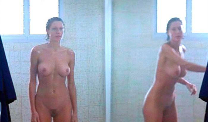 Mónica Van Campen desnuda en Alas Rotas