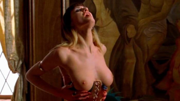 Mónica Van Campen en topless