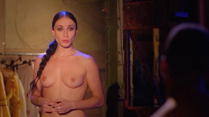 María Hinojosa topless en película