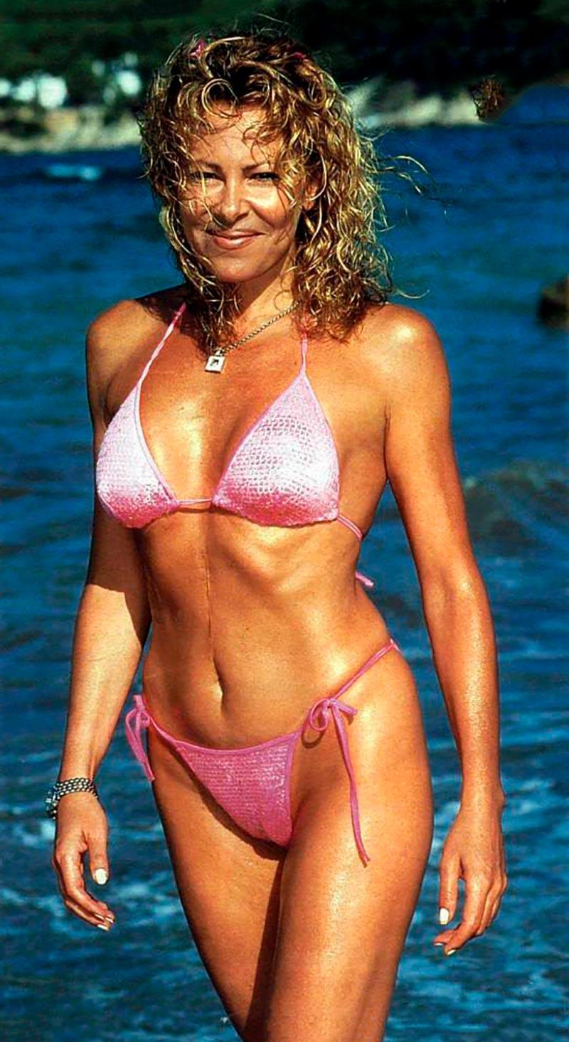 Ana Obregón Bikini Posado Veraniego Prensa