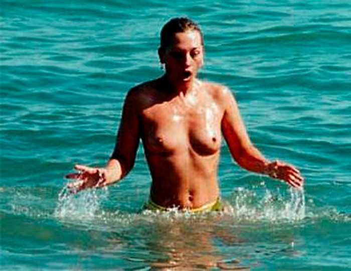 Belén Esteban topless playa