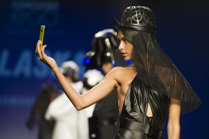 Lucía Rivera desnuda desfile moda