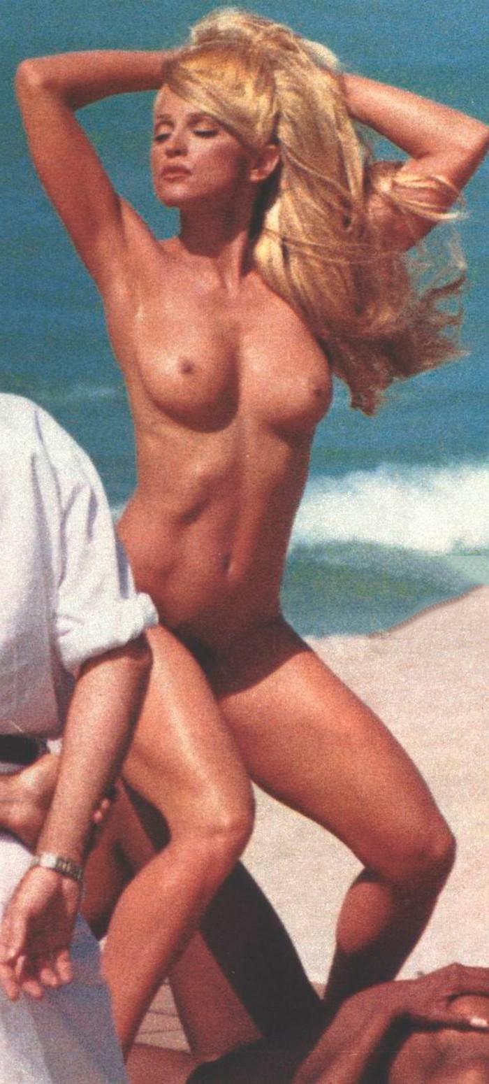 Madonna desnuda en playa