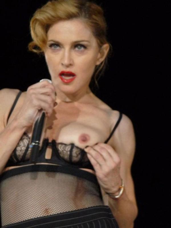 Madonna enseña teta