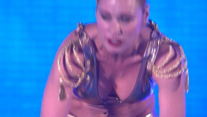 Carla Hidalgo Spalsh famosas al agua