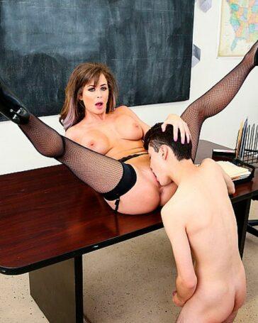 Emily Addison primera profesora sexo