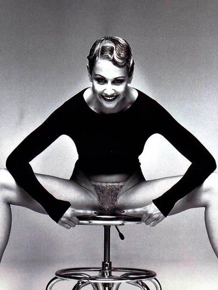 Esther Arroyo abierta de piernas