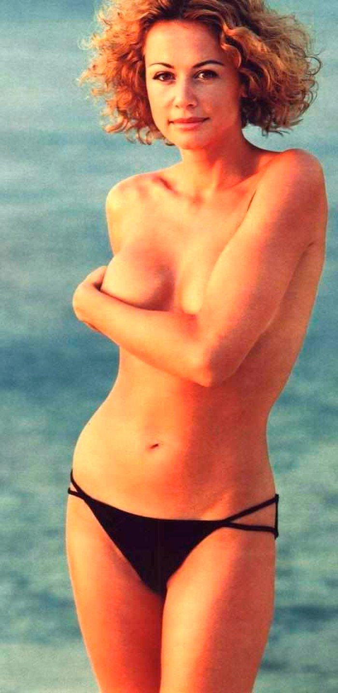 Esther Arroyo bikini sin parte de arriba