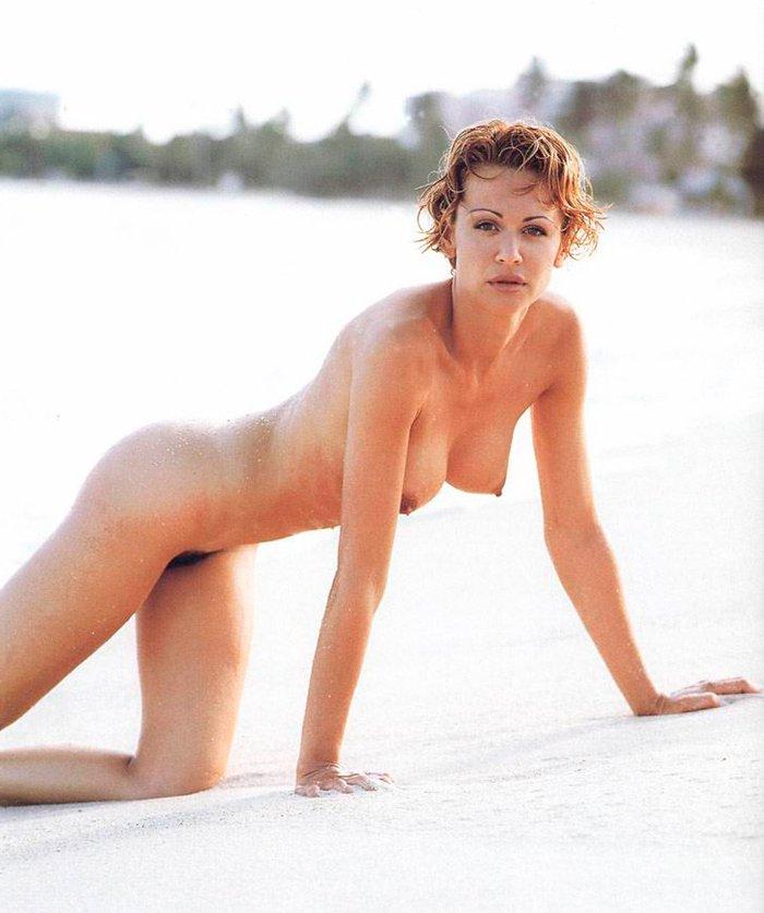 Esther Arroyo desnuda en playa