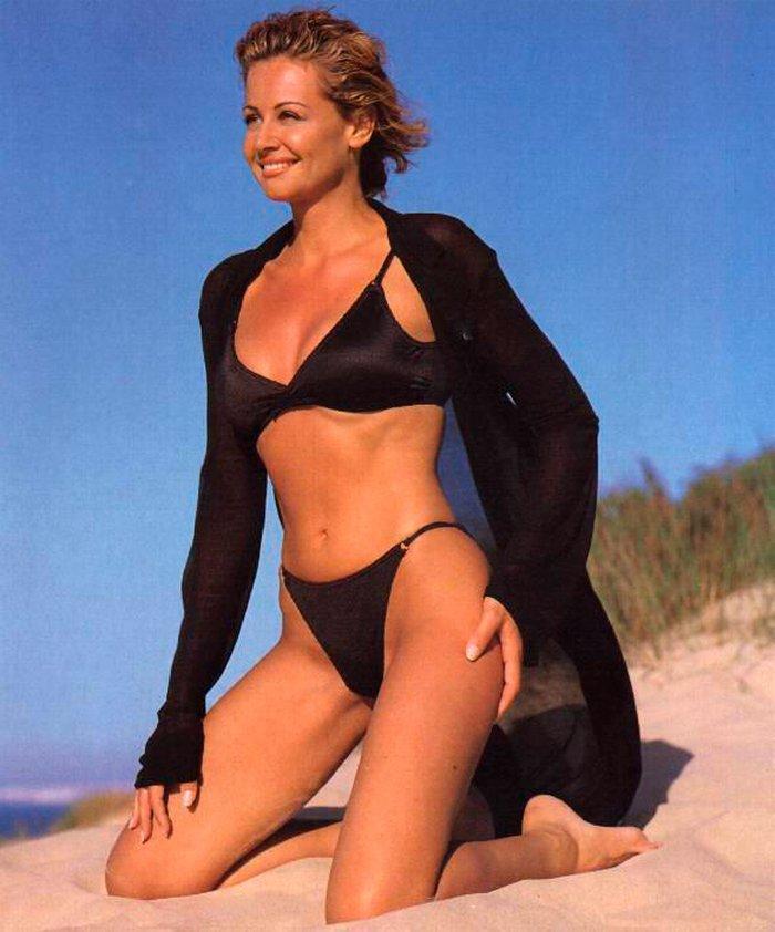 Esther Arroyo posado en playa