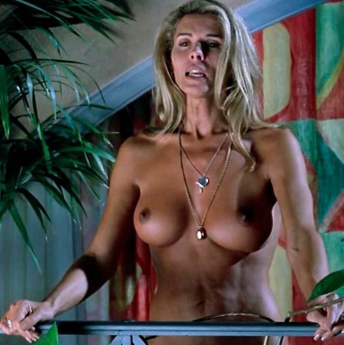Bibiana Fernández desnuda en película Kika