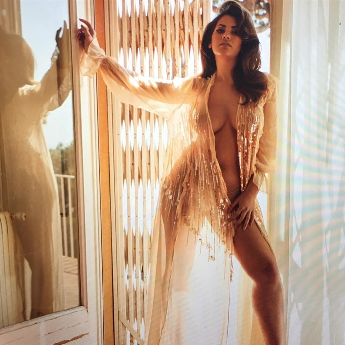 Lorena Durán semidesvestida sesión fotos