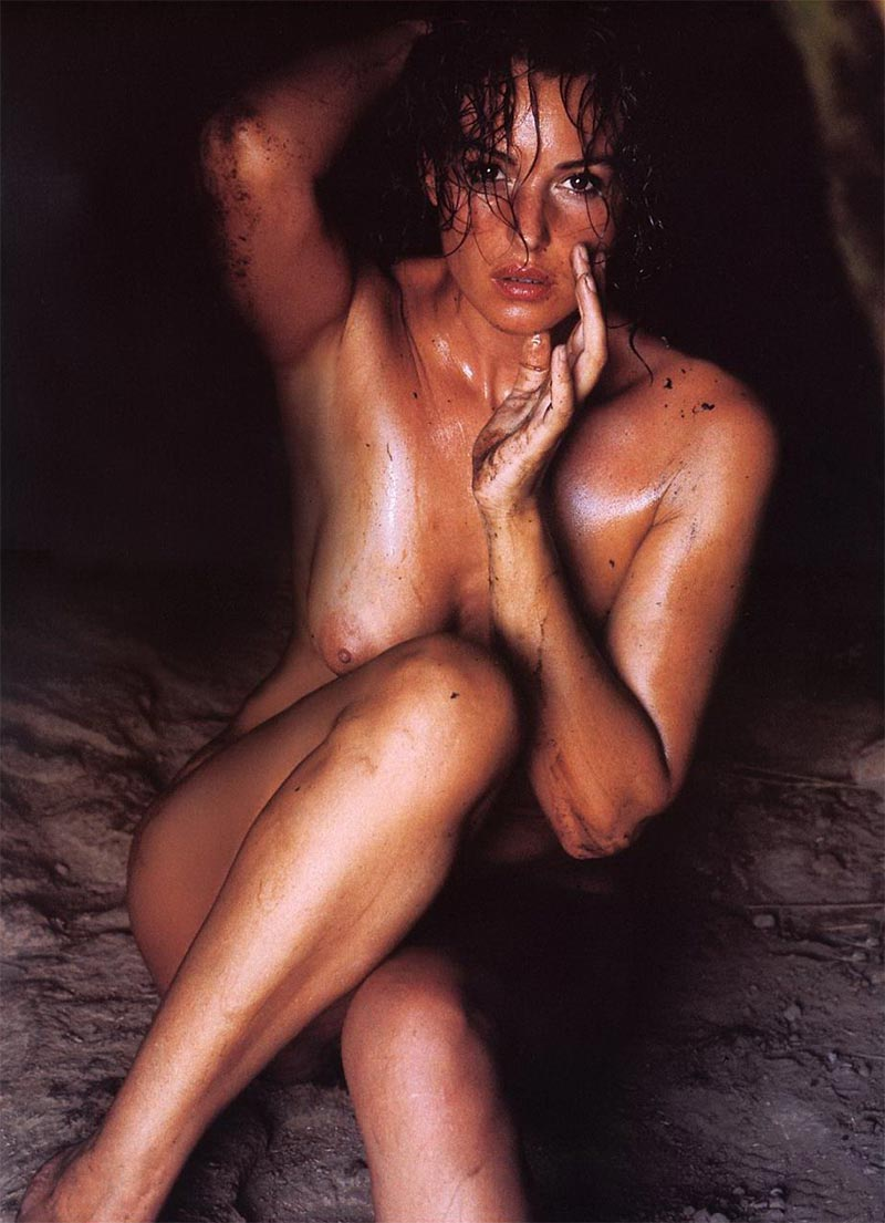 Monica Bellucci Desnuda Actriz Italiana 2