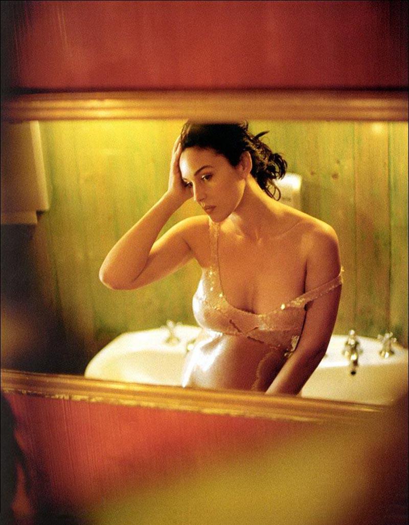 Monica Bellucci Sensual Cuerpo Lencería 2