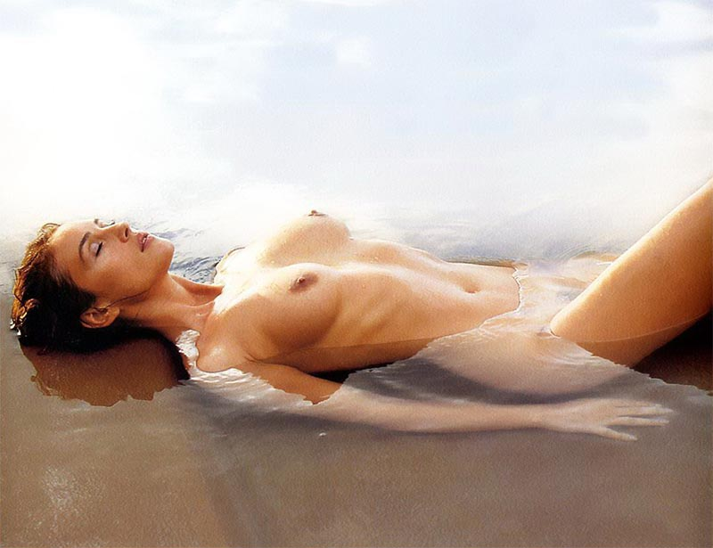 Monica Bellucci Topless Pechos Actriz Italiana 11