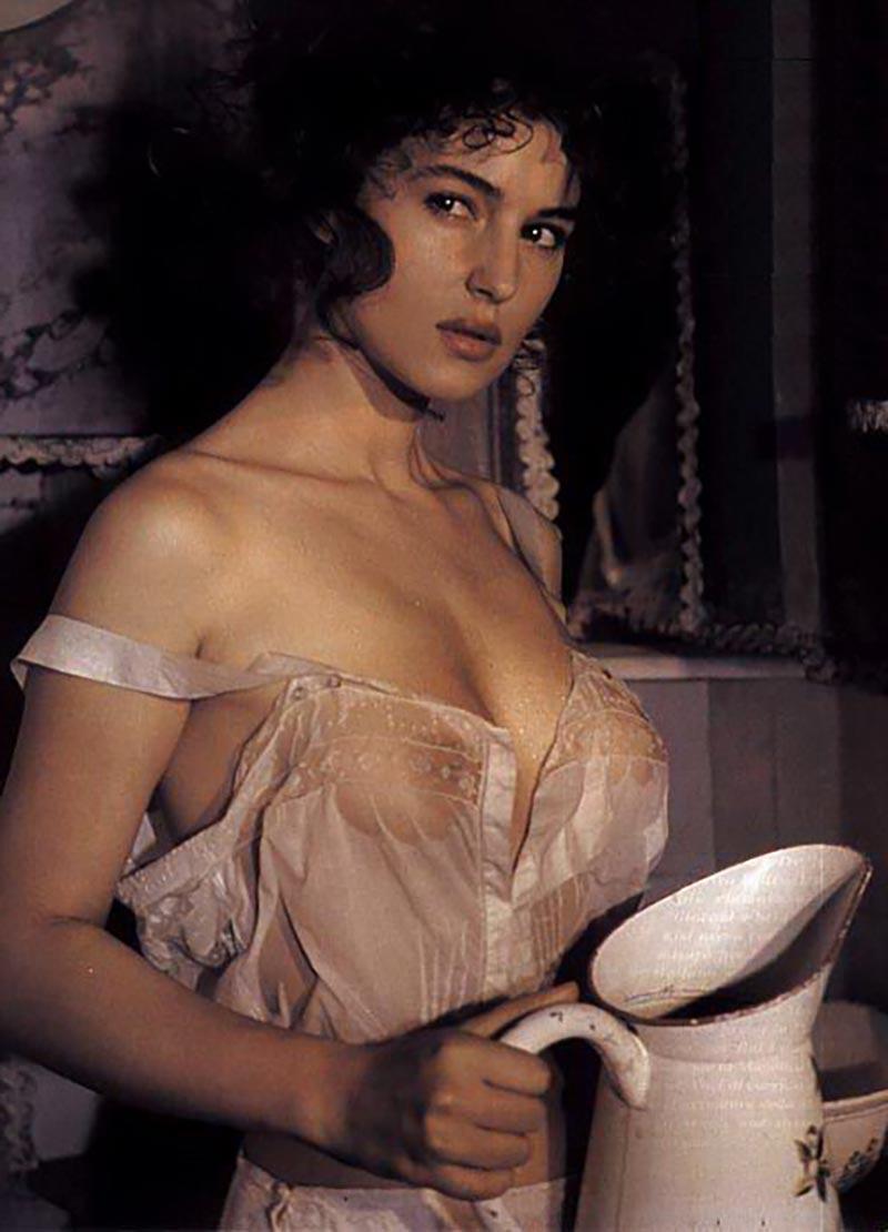 Monica Bellucci Topless Pechos Actriz Italiana 12