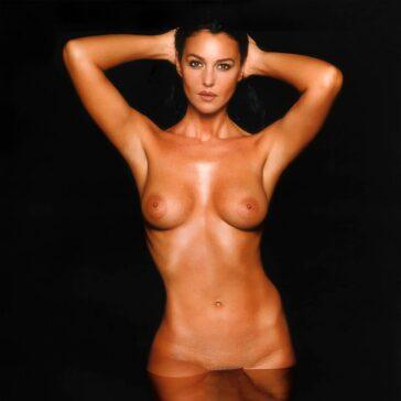 Monica Bellucci Topless Pechos Actriz Italiana 3
