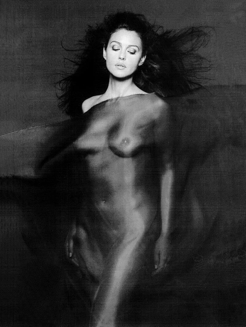 Monica Bellucci Topless Pechos Actriz Italiana 7