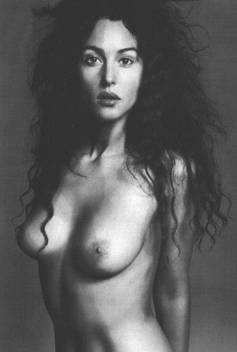 Monica Bellucci Topless Pechos Actriz Italiana 8