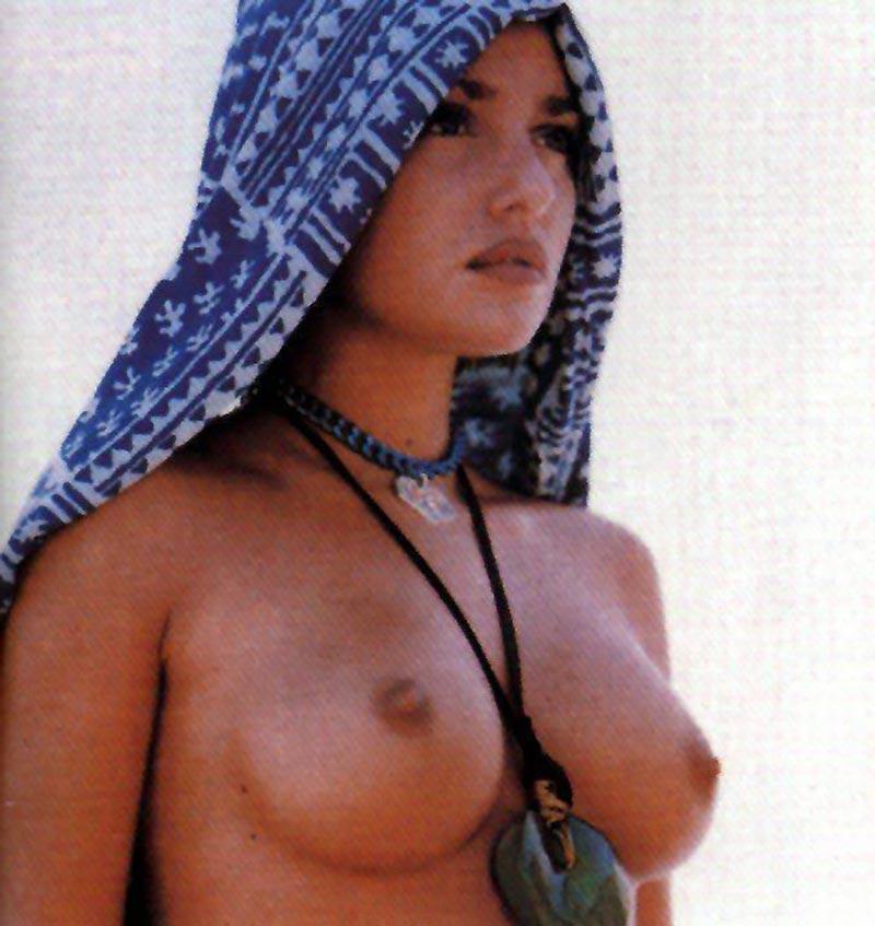Monica Bellucci Topless Pechos Actriz Italiana