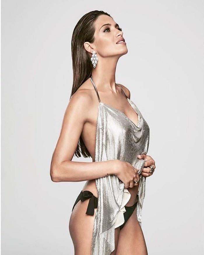 Sara Carbonero desnuda portada revista moda