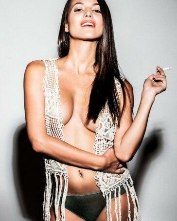 Elisa Mouliaa Fotos Eróticas Desnuda Actriz