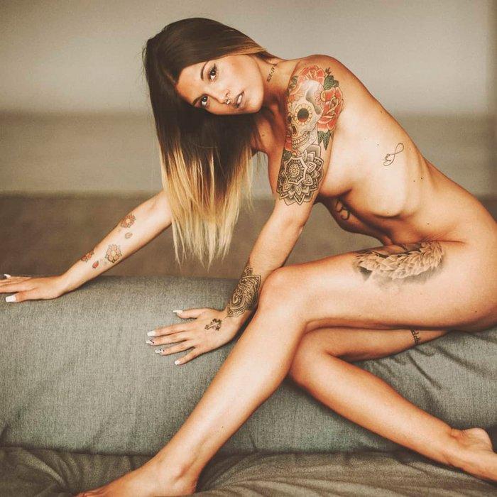 Nuría MH desnuda revista erótica
