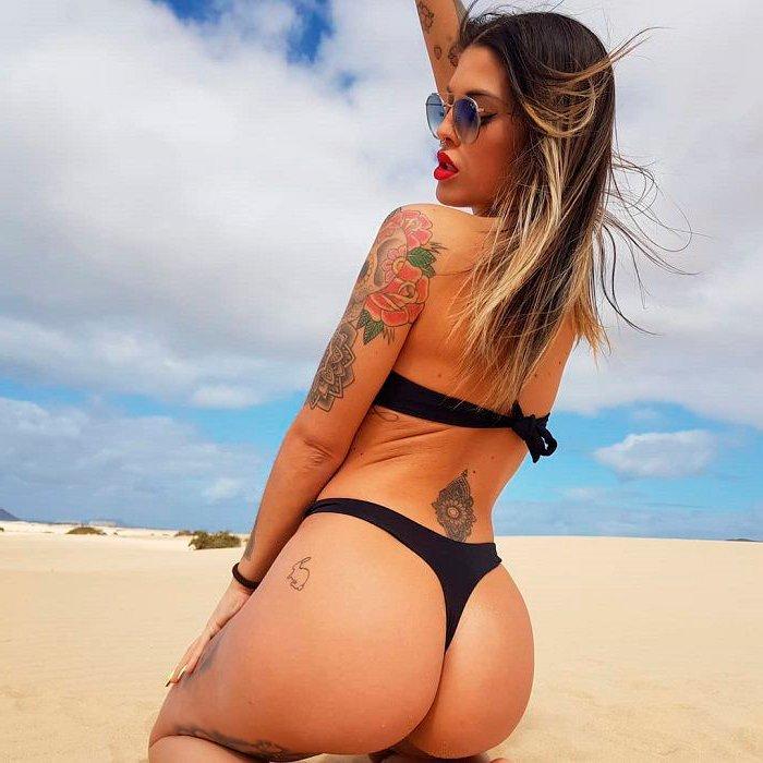 Nuría MH fotos Instagram playa