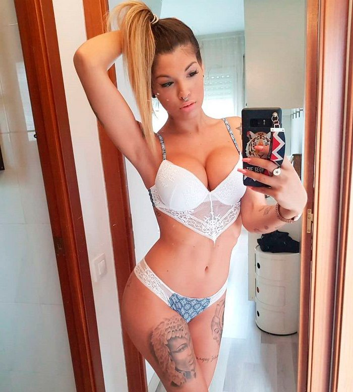Nuria MH modelo erótica española