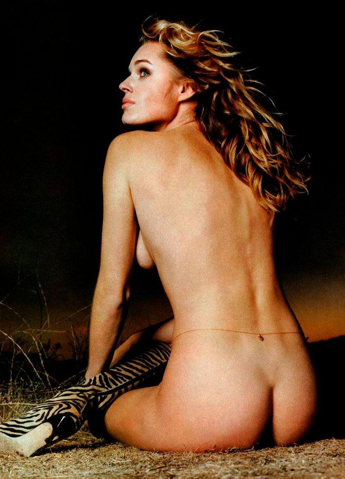Rebecca Romijn con culo al aire