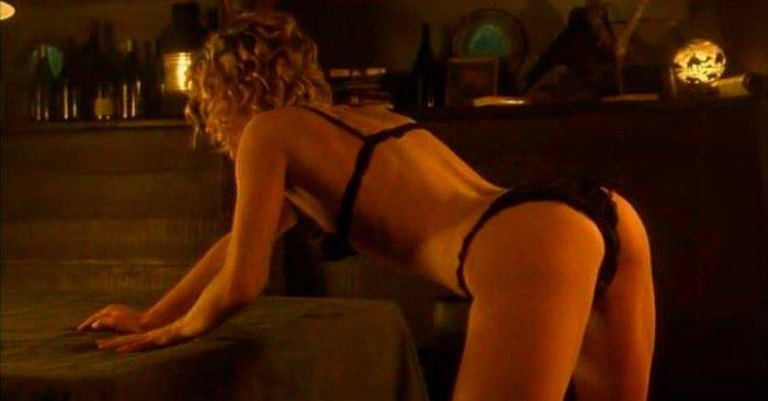 Rebecca Romijn con culo en tanga