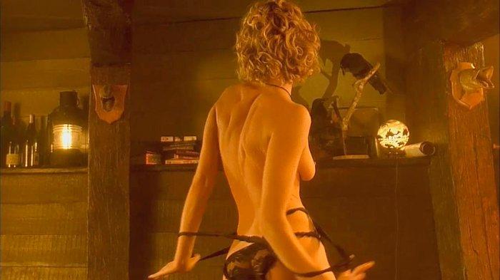 Rebecca Romijn desnuda en Femme Fatale