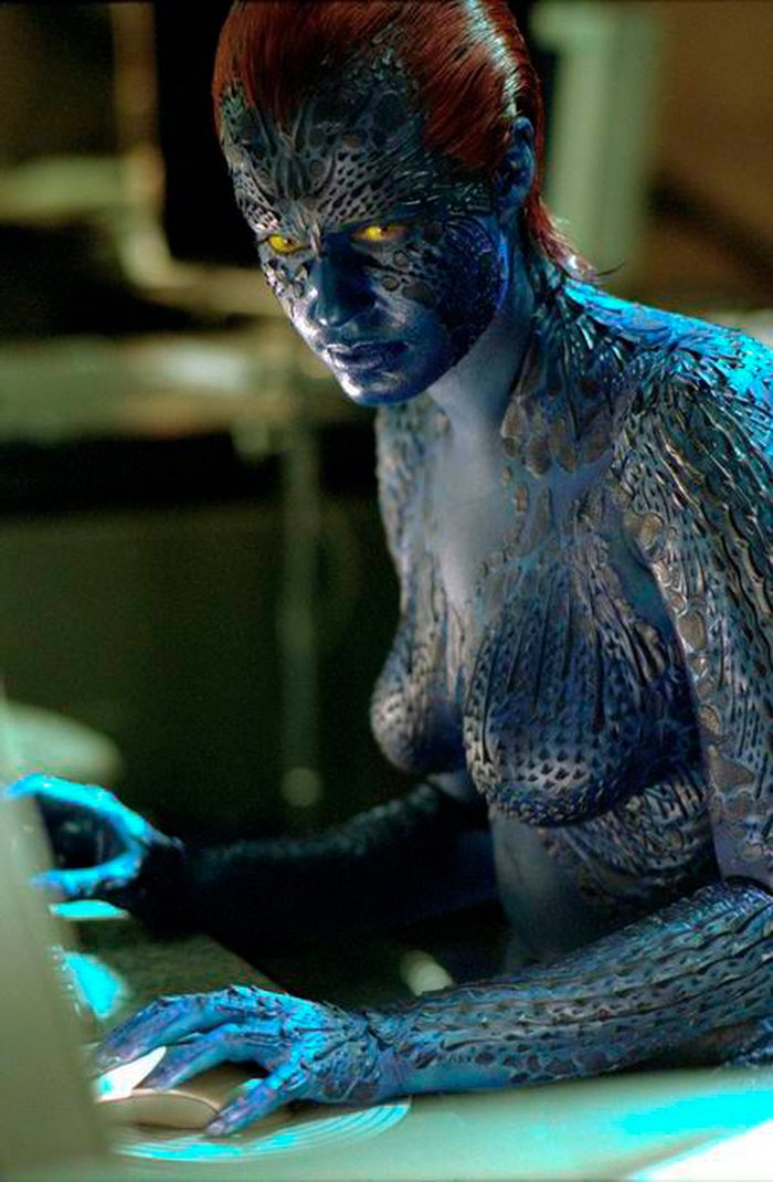 Rebecca Romijn desnuda pintada azul