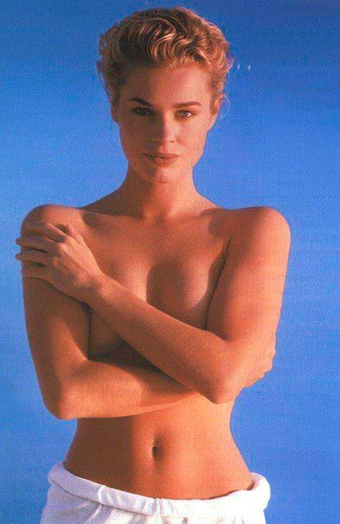 Rebecca Romijn famosa actriz mutante 2