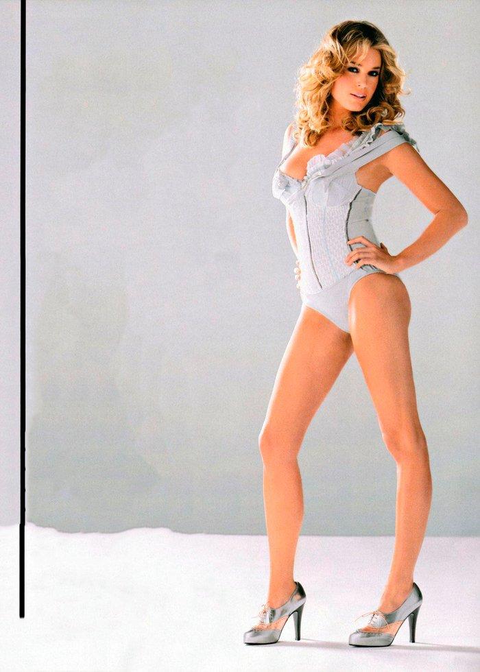 Rebecca Romijn modelo lencería 4