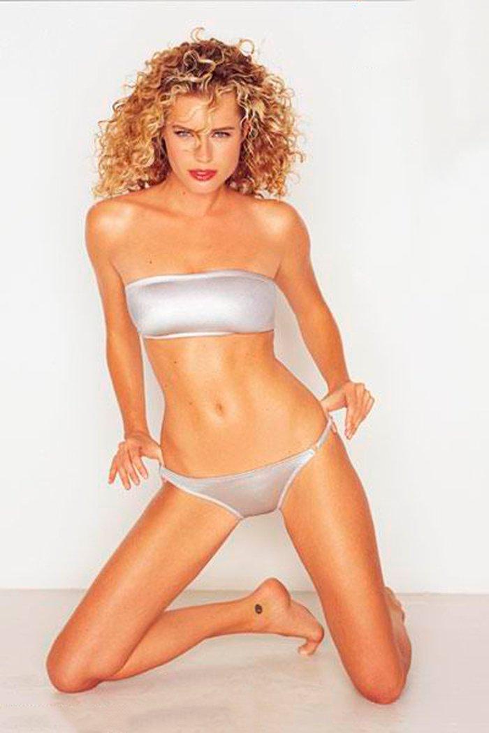 Rebecca Romijn modelo lencería 7