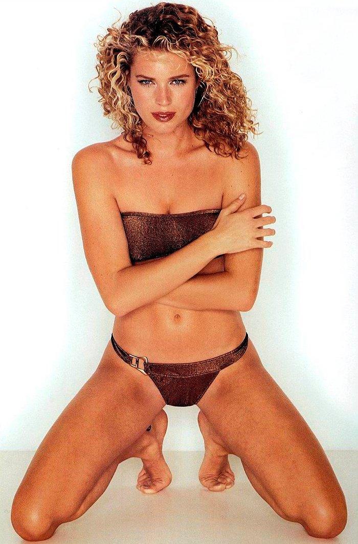 Rebecca Romijn modelo lencería 9