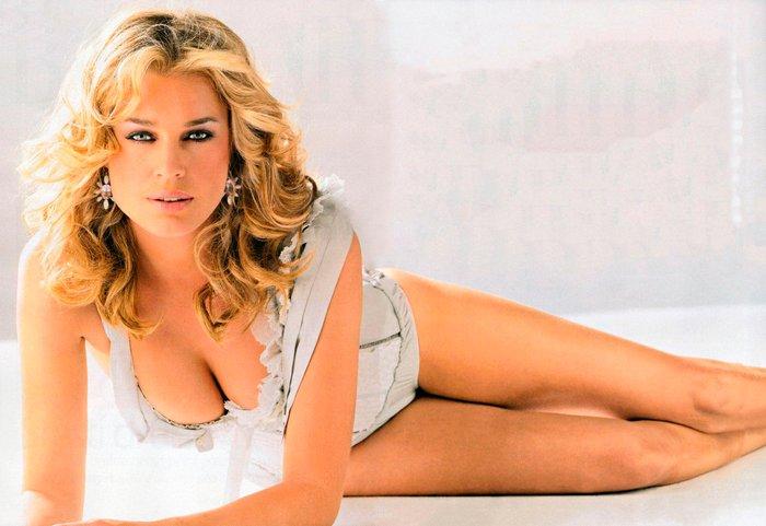 Rebecca Romijn modelo lencería