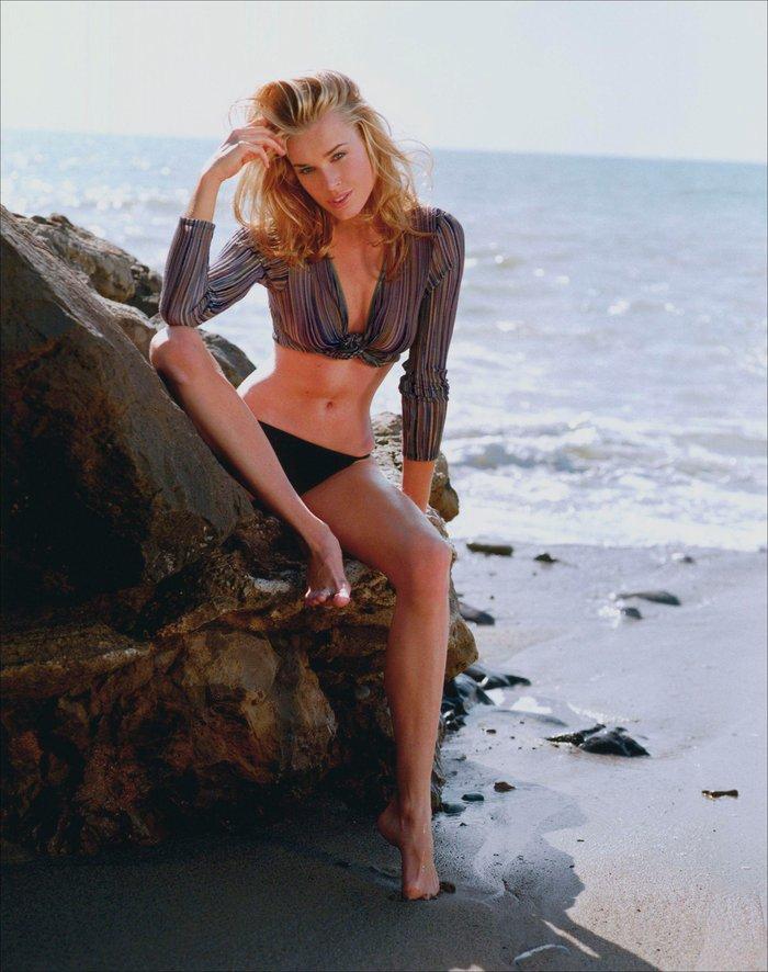 Rebecca Romijn posado playero 8