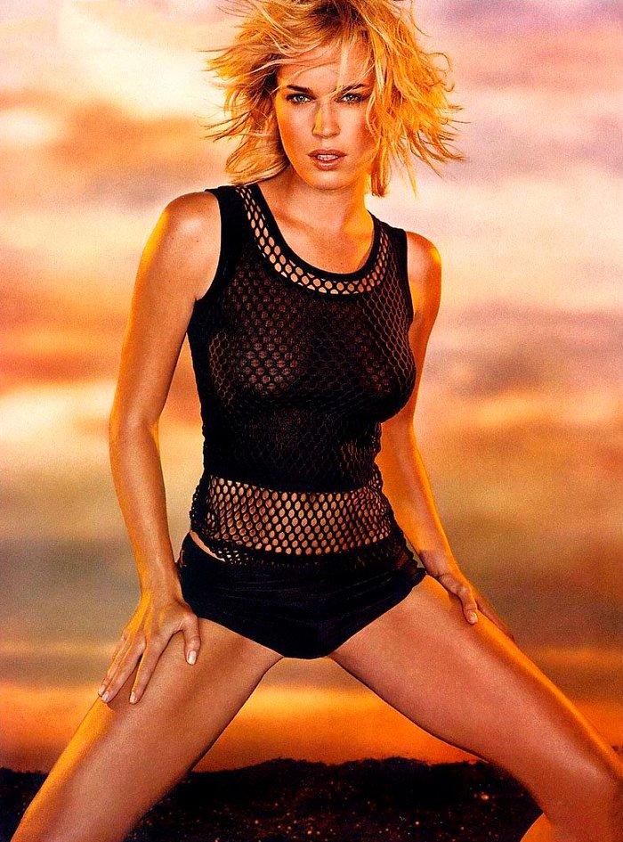 Rebecca Romijn posando sexy 10