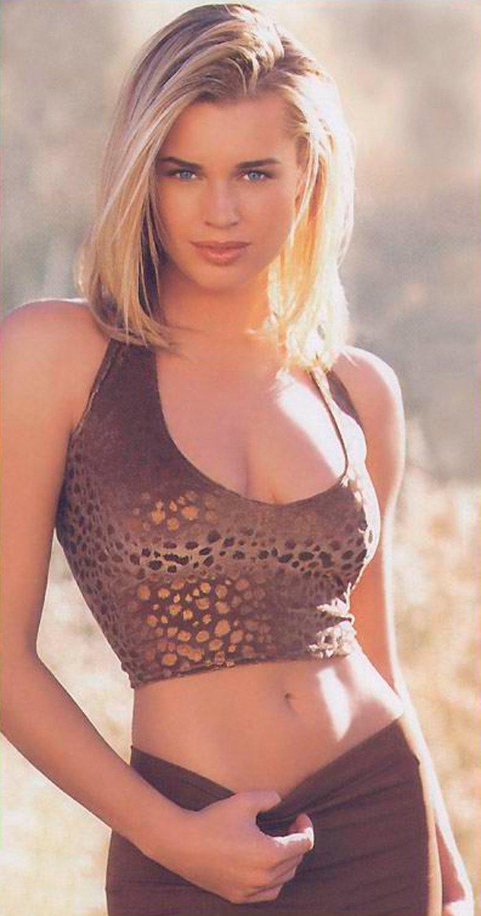Rebecca Romijn posando sexy 4
