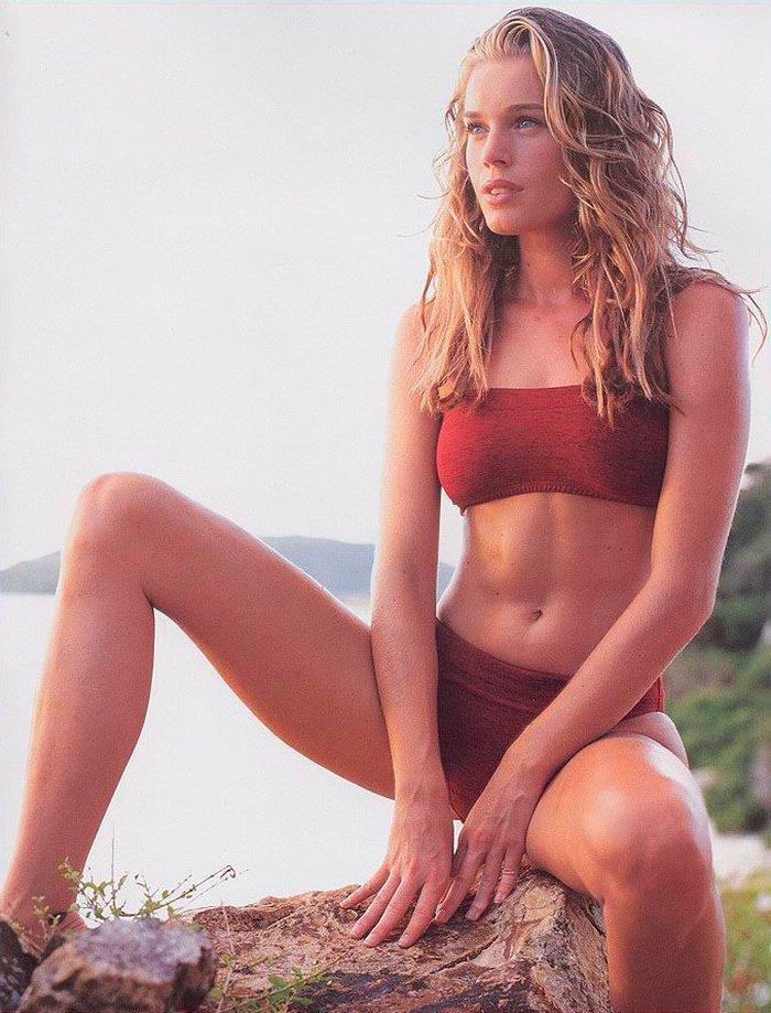 Rebecca Romijn posando sexy 8