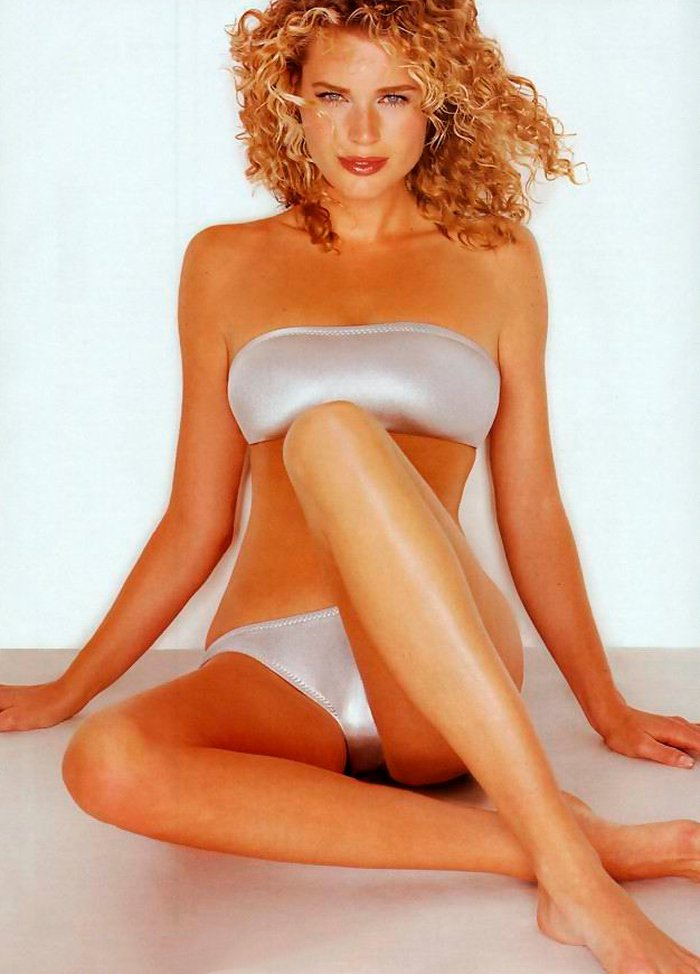 Rebecca Romijn posando sexy 9