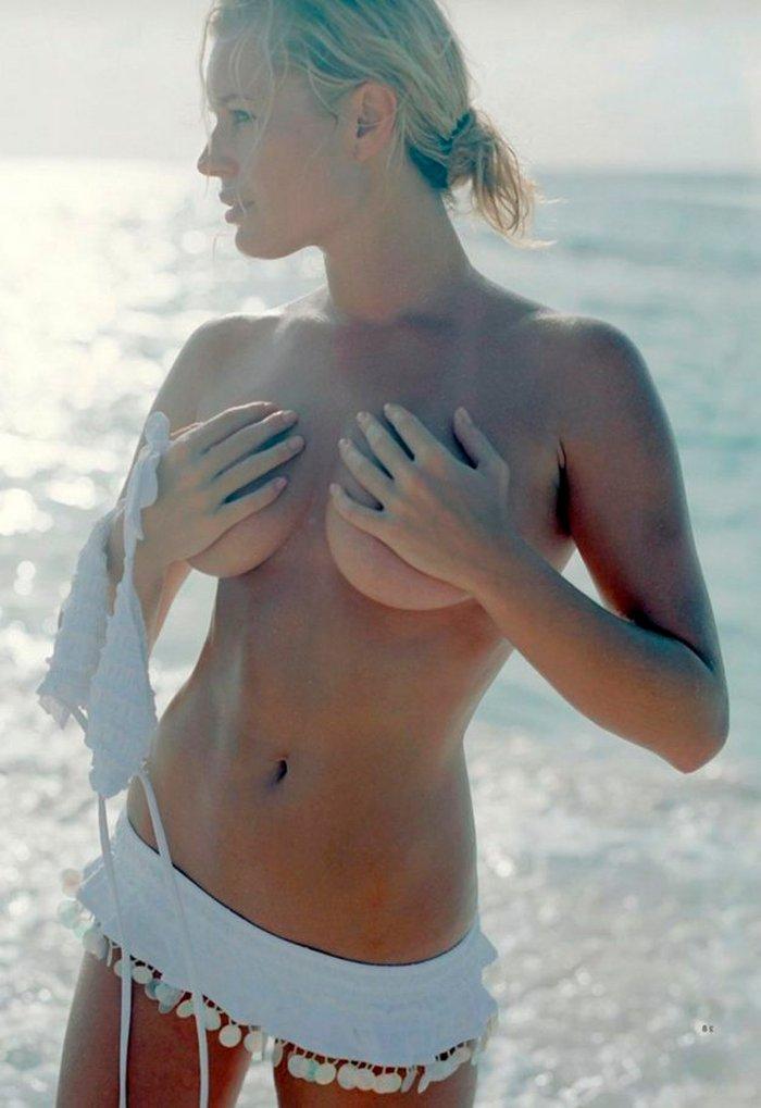 Rebecca Romijn topless pechos