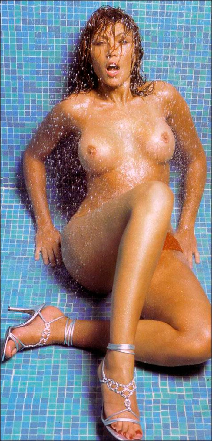 Silvia Fominaya desnuda ducha