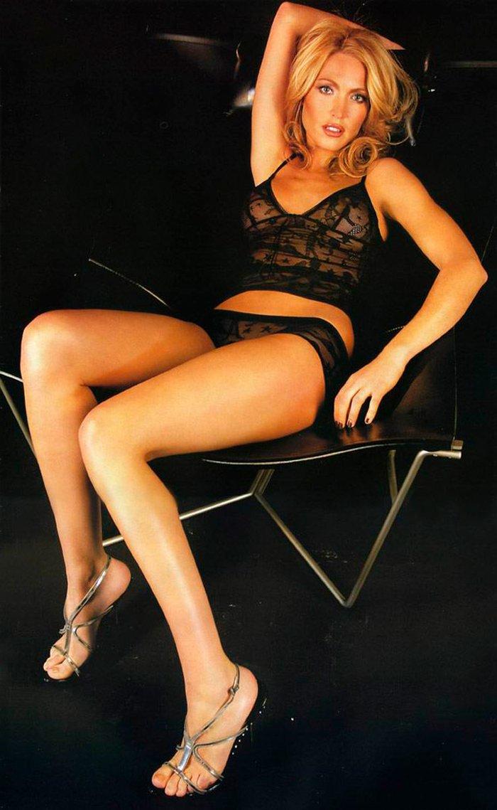 Silvia Fominaya sesión fotos lencería negra 3