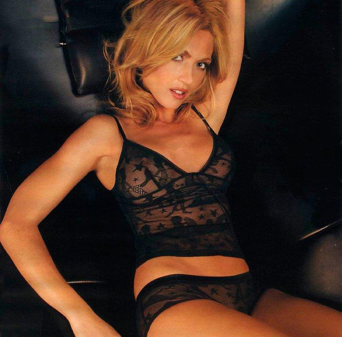 Silvia Fominaya sesión fotos lencería negra