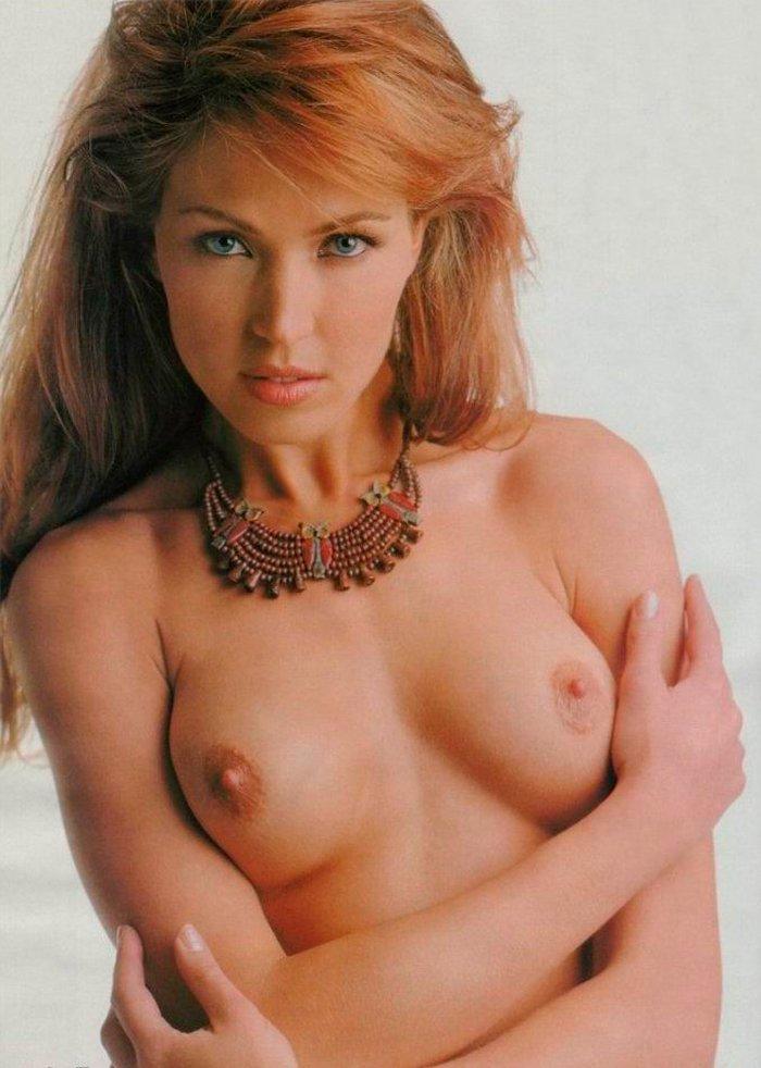 Silvia Fominaya topless sensual