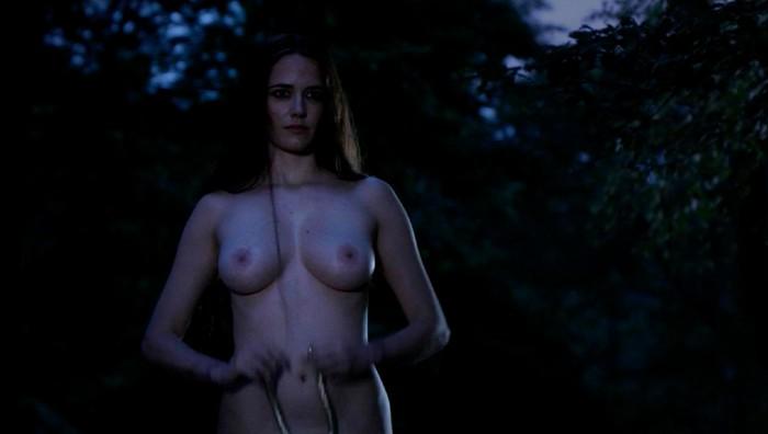 Eva Green enseña tetas en Camelot